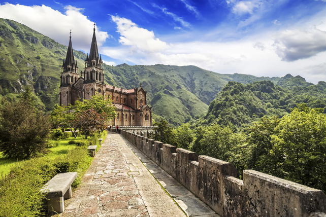 Basíclia de Nuestra Señora de Covadonga, en Asturias.