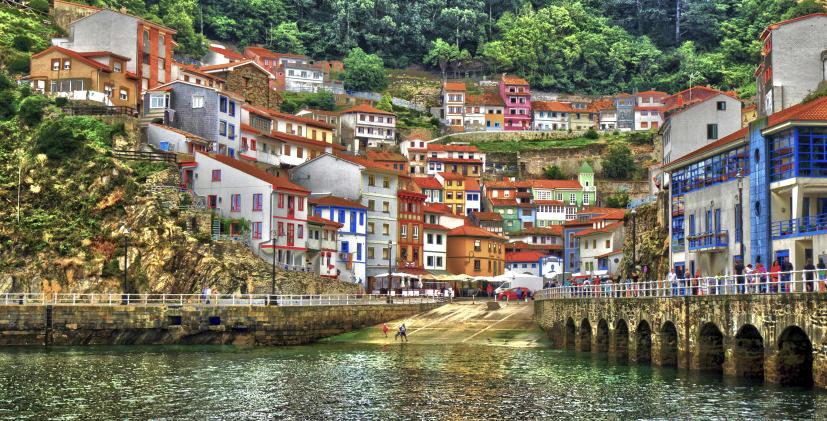 Puerto de Cudillero en Asturias